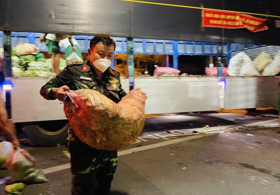 Chuyến xe yêu thương từ Lâm Đồng vào TPHCM chở 20 tấn rau củ ảnh 6