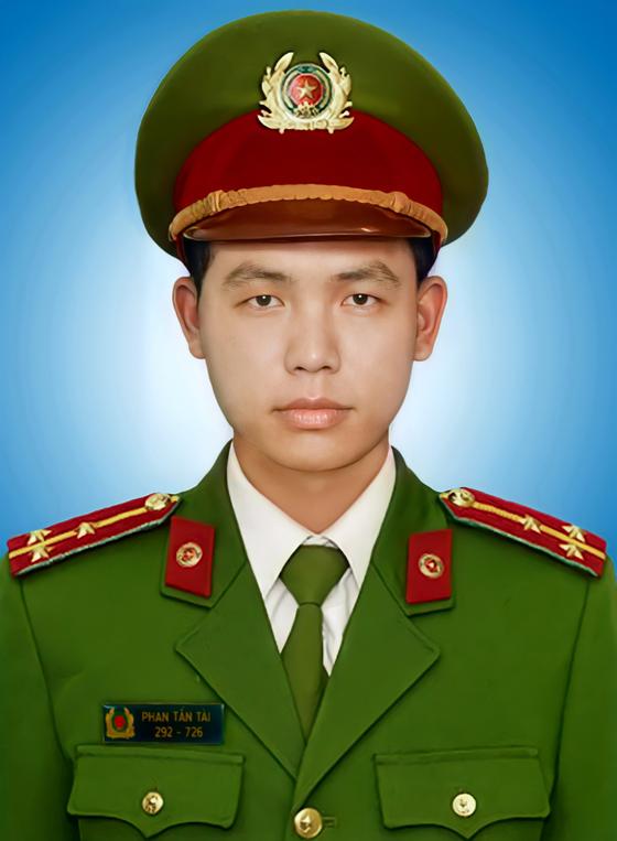 Tiễn đưa Đại úy Phan Tấn Tài về đất mẹ ảnh 1
