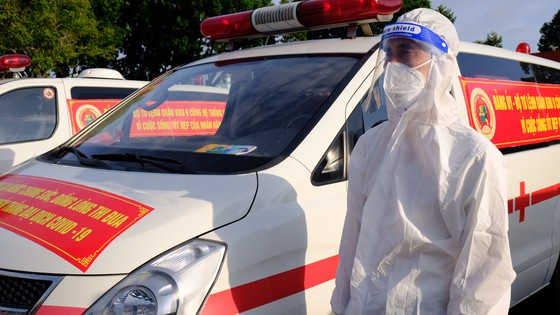 Bộ Tư lệnh TPHCM bàn giao nhân lực, tài lực cho Sở Y tế TPHCM chống dịch Covid-19 ảnh 6
