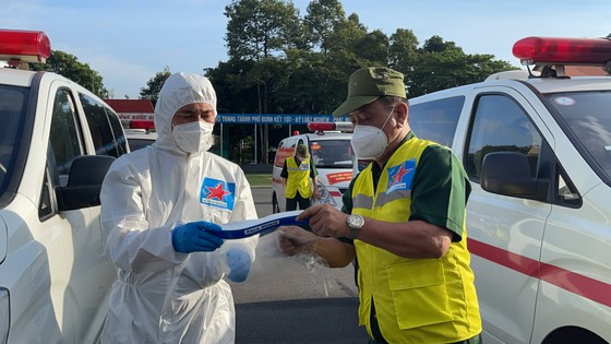 Bộ Tư lệnh TPHCM bàn giao nhân lực, tài lực cho Sở Y tế TPHCM chống dịch Covid-19 ảnh 7