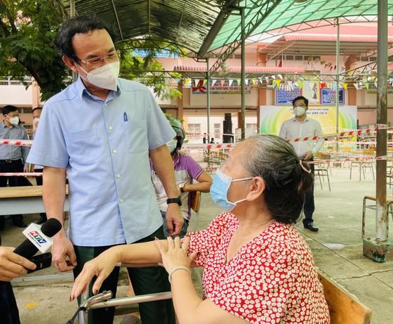 Bí thư Thành ủy TPHCM Nguyễn Văn Nên: Vận động các nguồn lực hỗ trợ người dân khó khăn ảnh 3