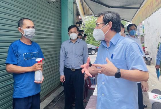 Bí thư Thành ủy TPHCM Nguyễn Văn Nên: Vận động các nguồn lực hỗ trợ người dân khó khăn ảnh 7