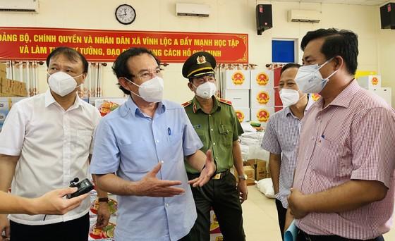 Bí thư Thành ủy TPHCM Nguyễn Văn Nên: Vận động các nguồn lực hỗ trợ người dân khó khăn ảnh 6