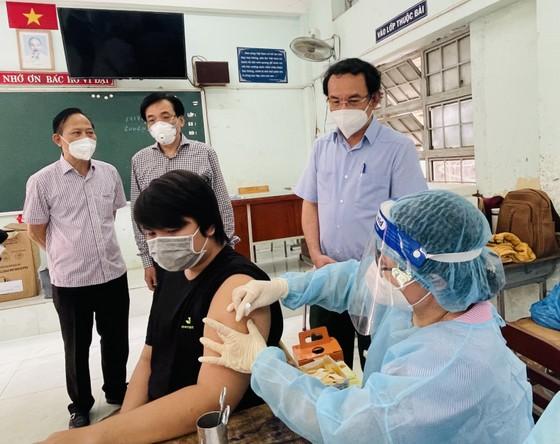 Bí thư Thành ủy TPHCM Nguyễn Văn Nên: Vận động các nguồn lực hỗ trợ người dân khó khăn ảnh 4