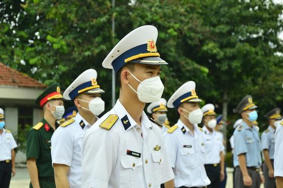 300 cán bộ, học viên Trường Cao Đẳng Hải quân và Trường Sĩ quan Lục Quân 2 tham gia chống dịch  ảnh 2