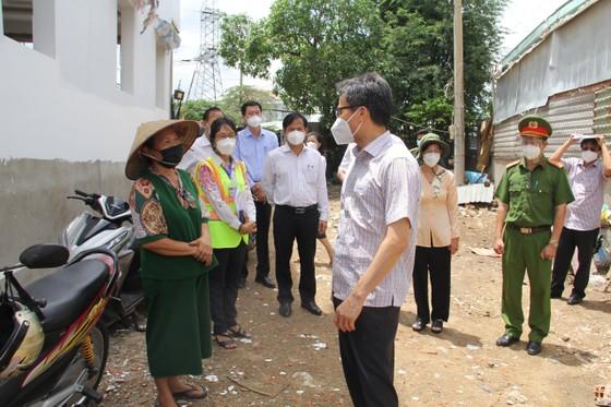 Phó Thủ tướng Vũ Đức Đam yêu cầu huyện Bình Chánh tập trung chăm sóc, điều trị F0 ảnh 1