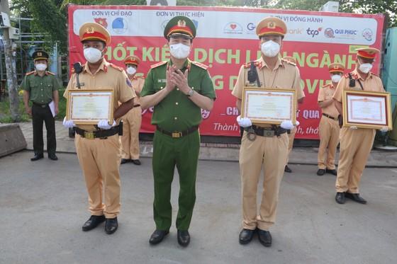 Chiến sĩ CSGT đưa người dân đi cấp cứu được Thủ tướng Chính phủ trao bằng khen ảnh 3