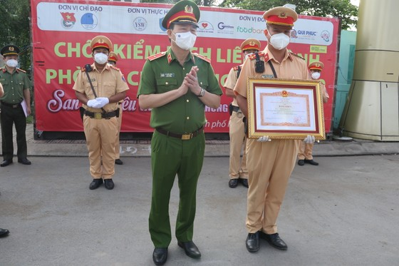Chiến sĩ CSGT đưa người dân đi cấp cứu được Thủ tướng Chính phủ trao bằng khen ảnh 2