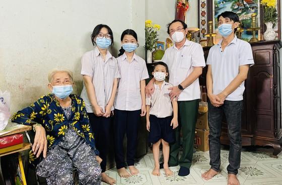 Bí thư Thành ủy TPHCM Nguyễn Văn Nên động viên các em mồ côi vượt qua khó khăn, học thật giỏi ảnh 3