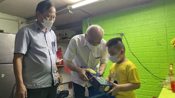 Huyện Bình Chánh chăm lo ăn học cho 141 trẻ em mồ côi đến 18 tuổi ảnh 3