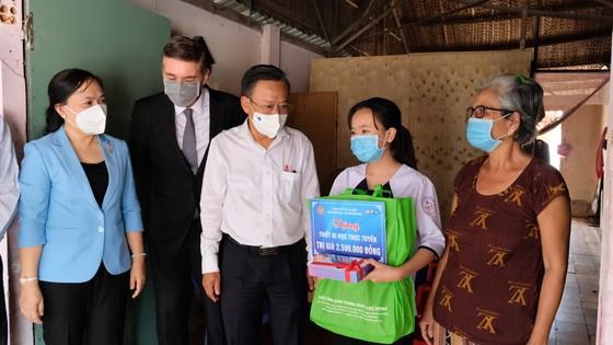 Hội Nông dân TPHCM trao 654 suất học bổng Lương Định Của cho học sinh khó khăn ảnh 6