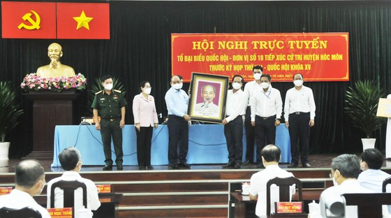 Chủ tịch nước Nguyễn Xuân Phúc gợi mở cách kiểm soát dịch và phát triển kinh tế cho TPHCM ảnh 9
