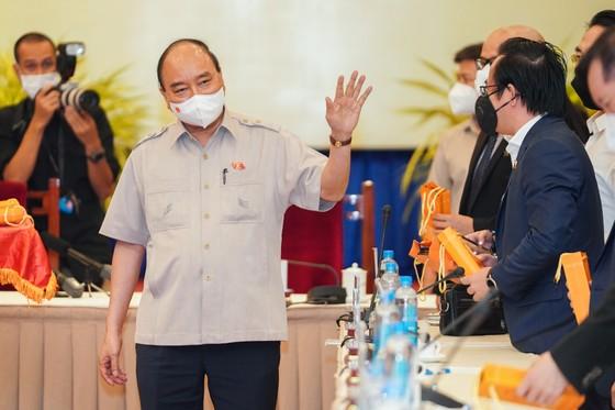 Chủ tịch nước Nguyễn Xuân Phúc gợi mở cách kiểm soát dịch và phát triển kinh tế cho TPHCM ảnh 16
