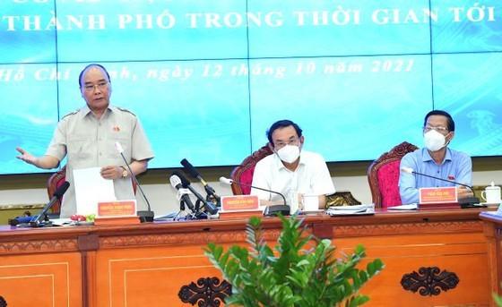 Chủ tịch nước Nguyễn Xuân Phúc gợi mở cách kiểm soát dịch và phát triển kinh tế cho TPHCM ảnh 14