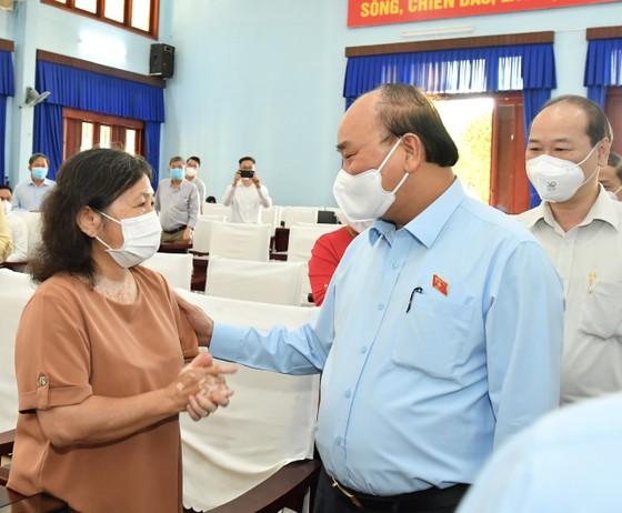 Chủ tịch nước Nguyễn Xuân Phúc gợi mở cách kiểm soát dịch và phát triển kinh tế cho TPHCM ảnh 6