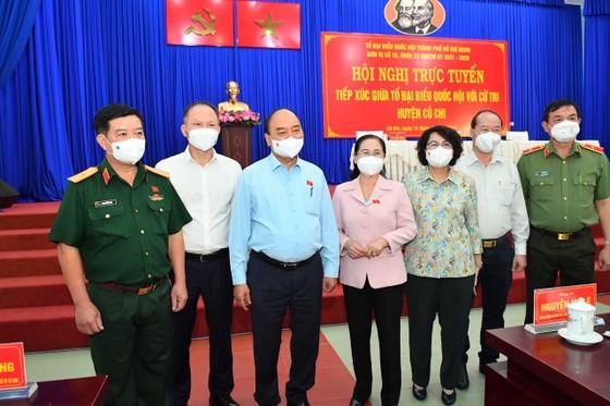 Chủ tịch nước Nguyễn Xuân Phúc gợi mở cách kiểm soát dịch và phát triển kinh tế cho TPHCM ảnh 5