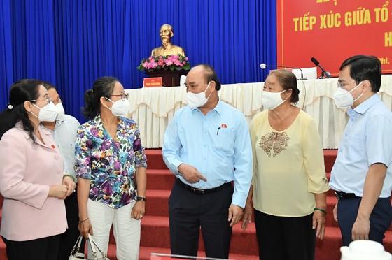Chủ tịch nước Nguyễn Xuân Phúc gợi mở cách kiểm soát dịch và phát triển kinh tế cho TPHCM ảnh 7