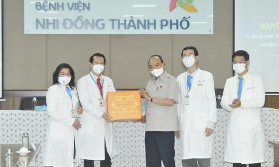 Chủ tịch nước Nguyễn Xuân Phúc gợi mở cách kiểm soát dịch và phát triển kinh tế cho TPHCM ảnh 18
