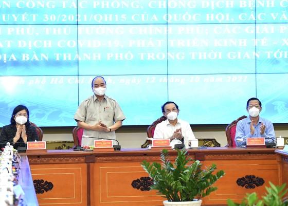 Chủ tịch nước Nguyễn Xuân Phúc gợi mở cách kiểm soát dịch và phát triển kinh tế cho TPHCM ảnh 2