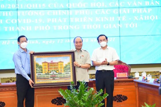 Chủ tịch nước Nguyễn Xuân Phúc gợi mở cách kiểm soát dịch và phát triển kinh tế cho TPHCM ảnh 3