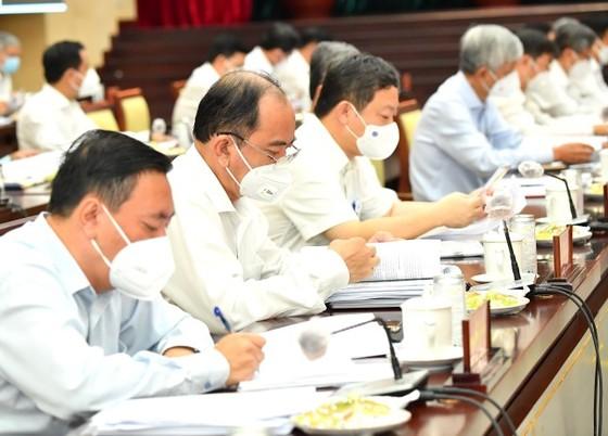 Phó Chủ tịch UBND TPHCM Lê Hòa Bình: Tình hình kinh tế TPHCM dần được cải thiện ảnh 2