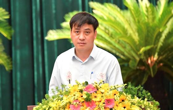 Phó Chủ tịch UBND TPHCM Lê Hòa Bình: Tình hình kinh tế TPHCM dần được cải thiện ảnh 1