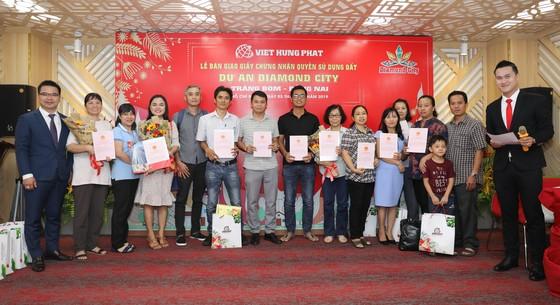 Việt Hưng Phát trao hàng trăm sổ hồng Dự án Diamond City ảnh 2