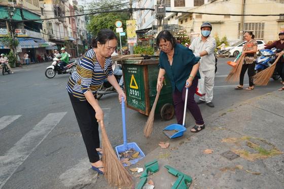 """TPHCM phát động tháng """"Thành phố sạch - Thành phố văn hóa mừng Xuân Canh Tý 2020, mừng Đảng 90 năm"""" ảnh 3"""