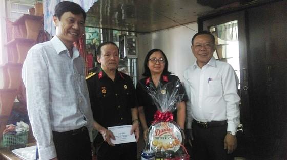 Trưởng Ban Dân vận Thành ủy TPHCM thăm các gia đình chính sách ảnh 1