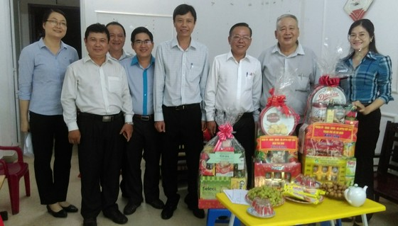 Trưởng Ban Dân vận Thành ủy TPHCM thăm các gia đình chính sách ảnh 2