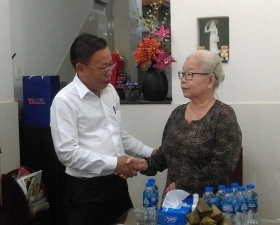 Trưởng Ban Dân vận Thành ủy TPHCM thăm các gia đình chính sách ảnh 4