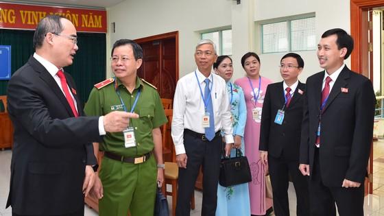 Bí thư Thành ủy TPHCM Nguyễn Thiện Nhân: Các ngành dịch vụ của quận 10 cần chuyển hướng phục vụ ảnh 2