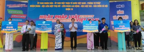 Nhiều hoạt động hưởng ứng Ngày Pháp luật Việt Nam ảnh 1