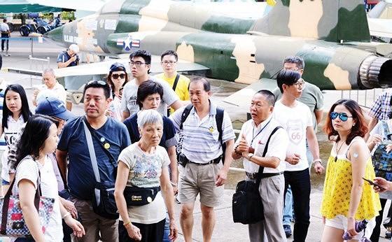 Khách Trung Quốc, Đài Loan mượn danh du lịch để kết hôn ảnh 1