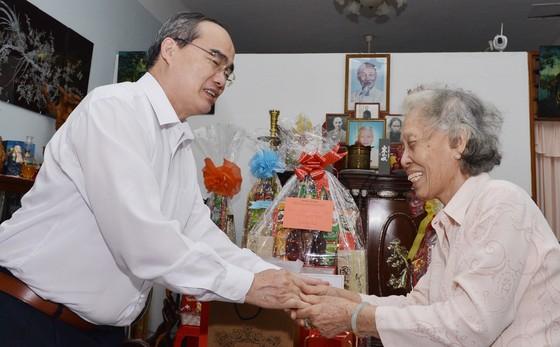 Bí thư Thành ủy TPHCM Nguyễn Thiện Nhân thăm, chúc Tết nguyên Thủ tướng Nguyễn Tấn Dũng ảnh 3