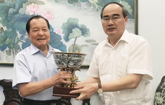 Bí thư Thành ủy TPHCM Nguyễn Thiện Nhân thăm, chúc tết nguyên Chủ tịch nước Trương Tấn Sang ảnh 1