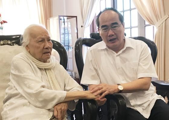 Bí thư Thành ủy TPHCM Nguyễn Thiện Nhân thăm, chúc tết nguyên Chủ tịch nước Trương Tấn Sang ảnh 3