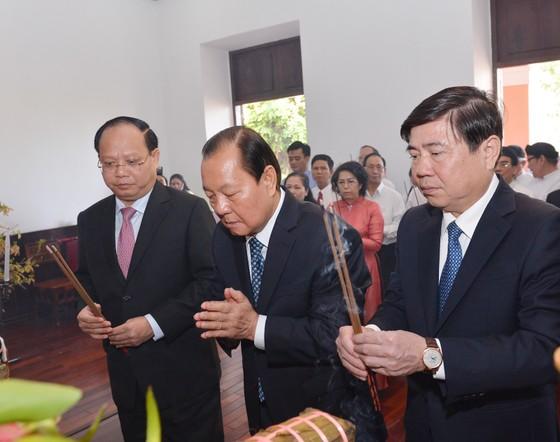 Lãnh đạo TPHCM dâng cúng bánh tét Quốc tổ Hùng Vương ảnh 3
