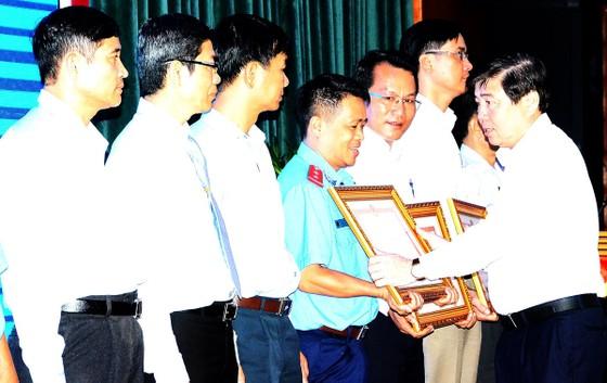 Chủ tịch UBND TPHCM Nguyễn Thành Phong: Chấm dứt tết, thực hiện kỷ cương hành chính ảnh 1