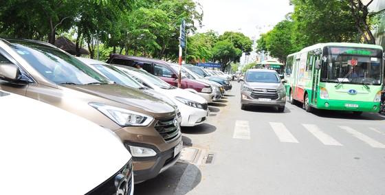 Tăng phí đỗ ô tô để làm giảm kẹt xe là không hợp lý ảnh 3