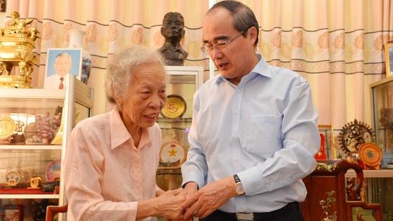 Bí thư Thành ủy TPHCM Nguyễn Thiện Nhân thăm, chúc tết Nhà tình báo huyền thoại ảnh 4