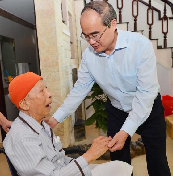 Bí thư Thành ủy TPHCM Nguyễn Thiện Nhân thăm, chúc tết Nhà tình báo huyền thoại ảnh 2