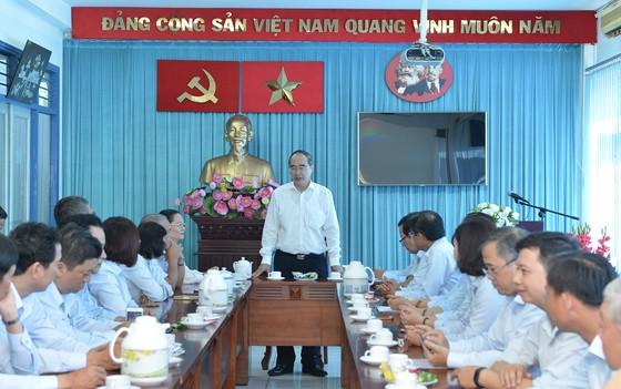 Bí thư Thành ủy TPHCM Nguyễn Thiện Nhân giao nhiệm vụ trong ngày làm việc đầu năm ảnh 2