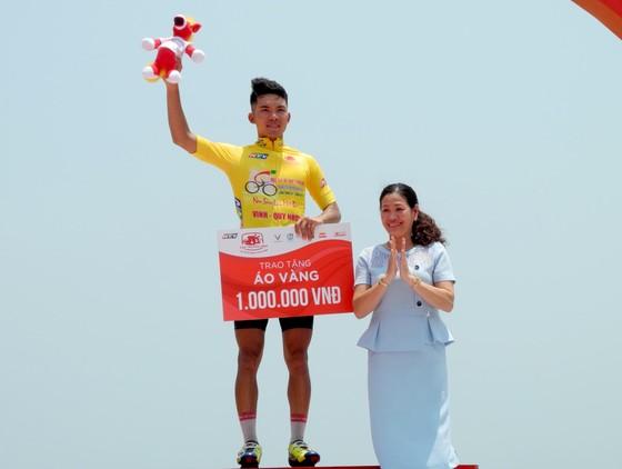 Cúp xe đạp Truyền hình: Huỳnh Thanh Tùng vẫn mặc áo vàng ảnh 2
