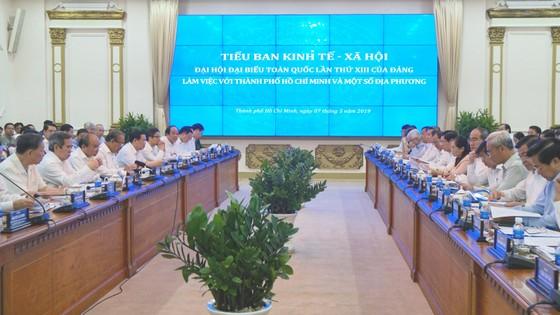 6 đồng chí Ủy viên Bộ Chính trị làm việc tại TPHCM về văn kiện Đại hội Đảng lần thứ XIII ảnh 1
