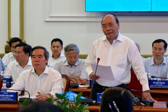 6 đồng chí Ủy viên Bộ Chính trị làm việc tại TPHCM về văn kiện Đại hội Đảng lần thứ XIII ảnh 3