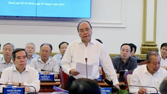 6 đồng chí Ủy viên Bộ Chính trị làm việc tại TPHCM về văn kiện Đại hội Đảng lần thứ XIII ảnh 2