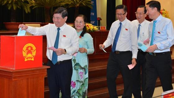 Ông Võ Văn Hoan và ông Ngô Minh Châu làm Phó Chủ tịch UBND TPHCM ảnh 1