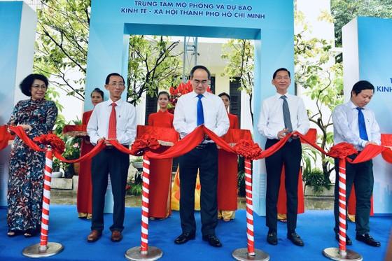 Bí thư Thành ủy TPHCM Nguyễn Thiện Nhân: Xây dựng đô thị thông minh để 'đoàn tàu TPHCM' tăng tốc ảnh 2