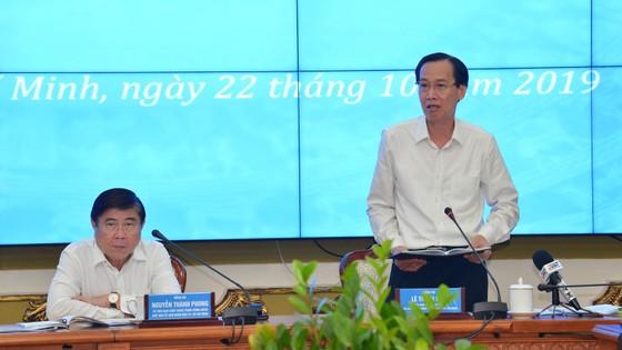 """Chủ tịch UBND TPHCM Nguyễn Thành Phong: """"Đừng để lúc về hưu, tự đi làm giấy tờ mới thấy dân khổ"""" ảnh 1"""